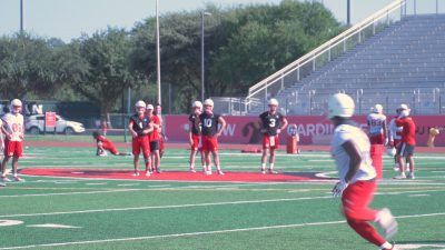 Image of UIW football players doing drills during practice